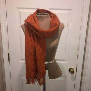 NEIMAN MARCUS cashmere fringed scarf